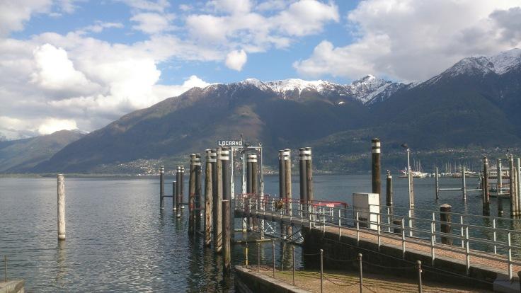 Vista del Lago Mayor desde el embarcadero de Locarno.